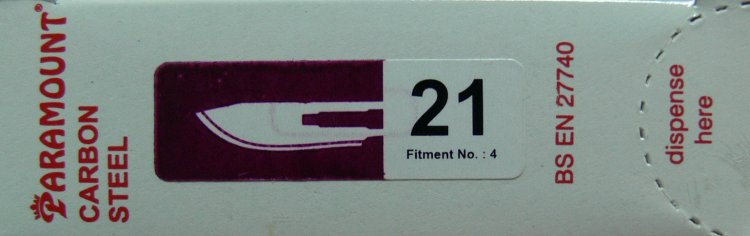PARAMOUNT Čepelka skalpelová sterilní karbonová tvar 21 | Kleště a nůžky na nehty a kůži pro manikúru a pedikúru, pinzety, pilníky, atd. - Skalpelové čepelky karbonové, držátka čepelek
